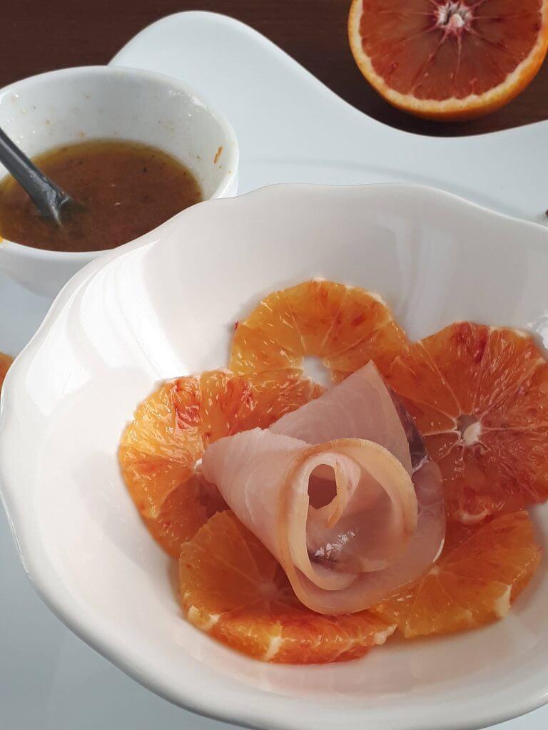 Carpaccio di pesce spada affumicato e arance